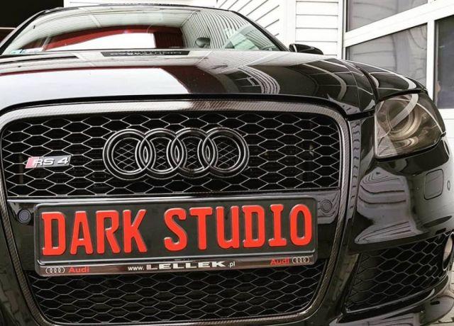 Stylizacja elementów nadwozia lub wnętrza Audi RS4