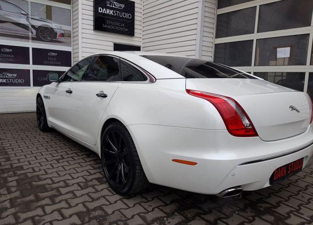 Zmiana koloru nadwozia samochodu Biały Jaguar XJ