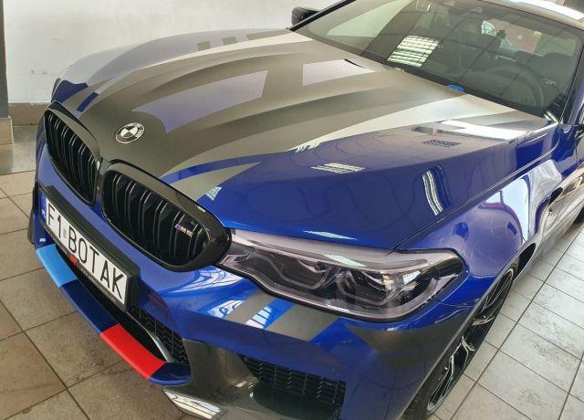 Reklama na samochodach BMW M5 Competition